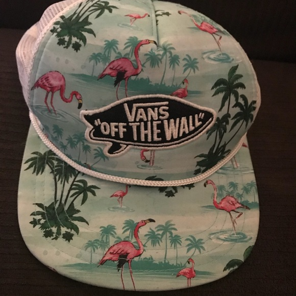 e9ade767a4b Vans Off The Wall Flamingo Hawaiian Trucker Hat. M 5af9979a8df470c00ad13d94
